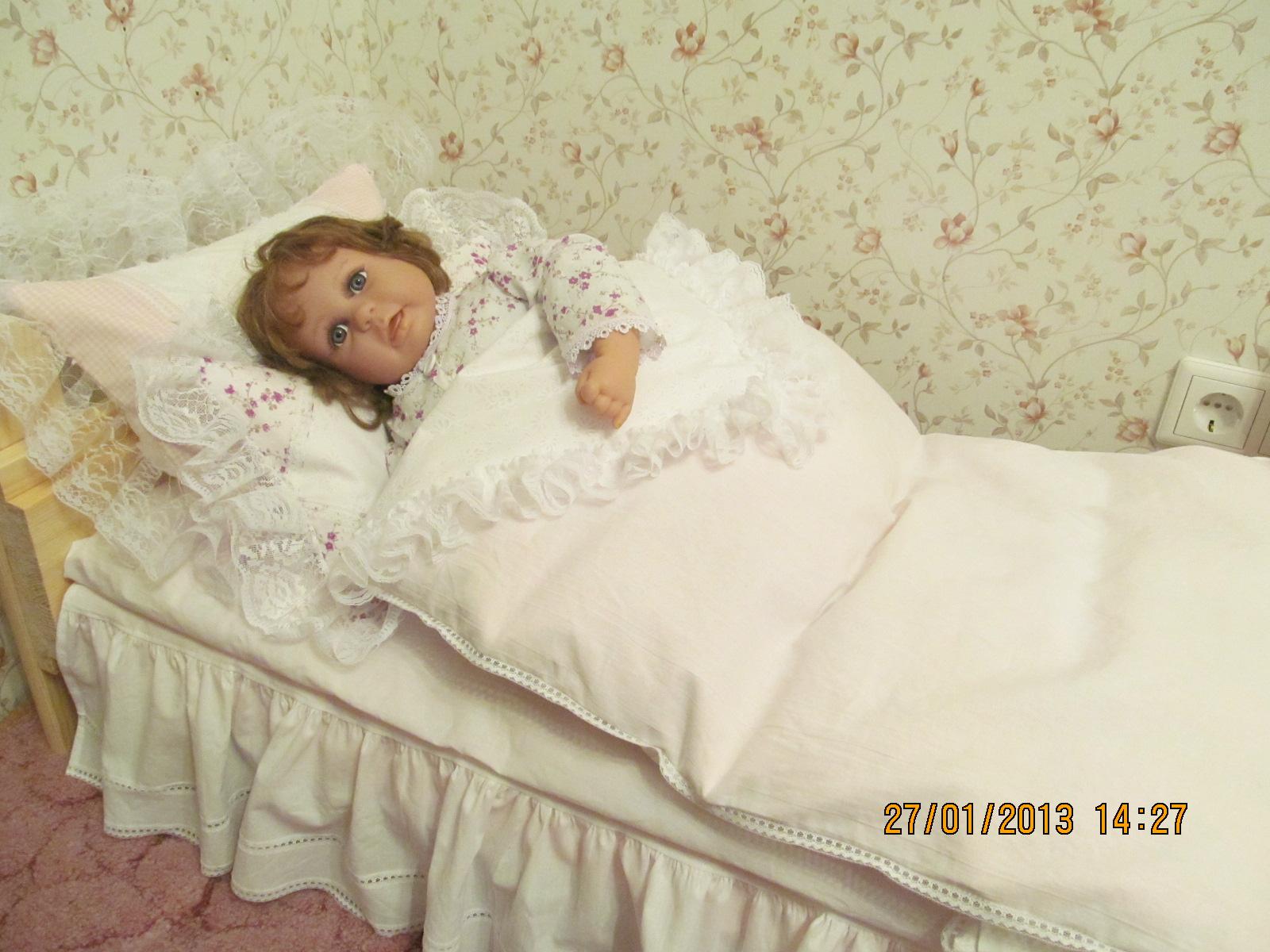 Постель для кукольной кроватки сшить своими руками 13