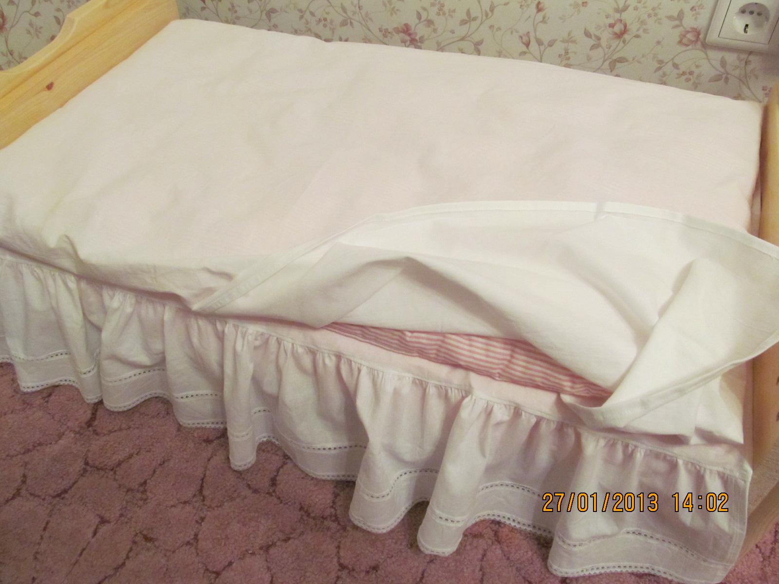 Постель для кукольной кроватки сшить своими руками 29